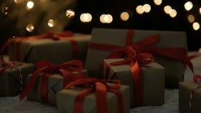 Χριστουγεννιάτικα δώρα και φω'τα απόθεμα βίντεο