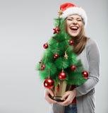 Χριστουγεννιάτικο δέντρο, απομονωμένο πορτρέτο γυναικών santa Στοκ φωτογραφία με δικαίωμα ελεύθερης χρήσης
