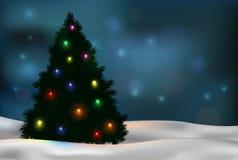 Χριστουγεννιάτικο δέντρο και διακοσμήσεις στη χειμερινή ανασκόπηση Στοκ εικόνες με δικαίωμα ελεύθερης χρήσης