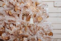 Χριστουγεννιάτικο δέντρο και διακόσμηση Στοκ Εικόνα