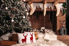 Χριστουγεννιάτικο δέντρο και διακόσμηση Στοκ Εικόνες