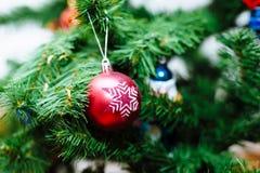 Χριστουγεννιάτικο δέντρο και διακόσμηση Στοκ φωτογραφία με δικαίωμα ελεύθερης χρήσης