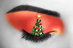 Χριστουγεννιάτικο δέντρο κοριτσιών ματιών makeover Στοκ εικόνες με δικαίωμα ελεύθερης χρήσης