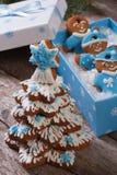 Χριστουγεννιάτικο δέντρο μελοψωμάτων και άτομα μελοψωμάτων Στοκ Φωτογραφία