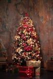 Χριστουγεννιάτικο δέντρο με τα δώρα, Χριστούγεννα Στοκ φωτογραφία με δικαίωμα ελεύθερης χρήσης