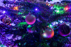 Χριστουγεννιάτικο δέντρο με τη διακόσμηση, κινηματογράφηση σε πρώτο πλάνο Στοκ Εικόνα