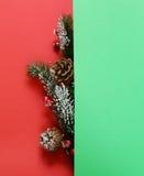Χριστουγεννιάτικο δέντρο με τις διακοσμήσεις Χριστουγέννων Στοκ φωτογραφία με δικαίωμα ελεύθερης χρήσης