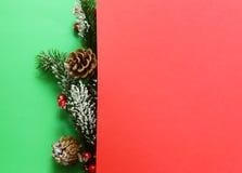 Χριστουγεννιάτικο δέντρο με τις διακοσμήσεις Χριστουγέννων Στοκ Εικόνες