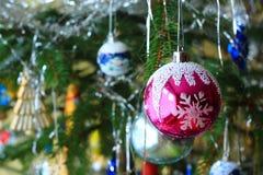 Χριστουγεννιάτικο δέντρο με τους βολβούς Στοκ φωτογραφίες με δικαίωμα ελεύθερης χρήσης