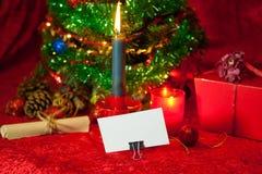 Χριστουγεννιάτικο δέντρο με το έγγραφο και το καίγοντας κερί Στοκ Εικόνες