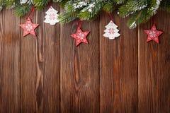 Χριστουγεννιάτικο δέντρο με το ντεκόρ στοκ εικόνα με δικαίωμα ελεύθερης χρήσης