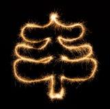 Χριστουγεννιάτικο δέντρο που γίνεται από το sparkler στο Μαύρο Στοκ φωτογραφία με δικαίωμα ελεύθερης χρήσης