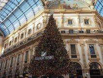 Χριστουγεννιάτικο δέντρο σε Galleria Vittorio Emanuele ΙΙ arcade στο Μιλάνο Στοκ εικόνα με δικαίωμα ελεύθερης χρήσης