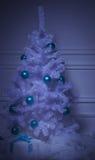 Χριστουγεννιάτικο δέντρο στο εσωτερικό στοκ φωτογραφία με δικαίωμα ελεύθερης χρήσης
