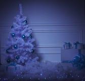 Χριστουγεννιάτικο δέντρο στο εσωτερικό στοκ φωτογραφίες