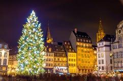 Χριστουγεννιάτικο δέντρο στο Στρασβούργο, κεφάλαιο των Χριστουγέννων Στοκ Φωτογραφίες