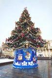 Χριστουγεννιάτικο δέντρο στο χειμώνα στοκ εικόνες