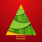 Χριστουγεννιάτικο δέντρο εγγράφου στην κόκκινη ανασκόπηση Στοκ Εικόνες