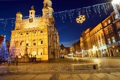 Χριστουγεννιάτικο δέντρο και πρόσοψη του Δημαρχείου αναγέννησης Στοκ εικόνα με δικαίωμα ελεύθερης χρήσης