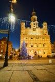 Χριστουγεννιάτικο δέντρο και πρόσοψη του Δημαρχείου αναγέννησης Στοκ φωτογραφία με δικαίωμα ελεύθερης χρήσης
