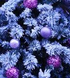 Χριστουγεννιάτικο δέντρο με τα μπιχλιμπίδια Στοκ Φωτογραφία