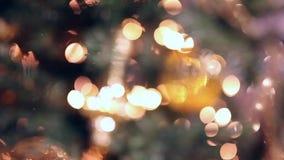 Χριστουγεννιάτικο δέντρο με τα φω'τα ανασκόπηση που θολώνεται φιλμ μικρού μήκους