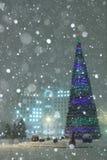Χριστουγεννιάτικο δέντρο σε ένα τετράγωνο πόλεων Στοκ Φωτογραφία