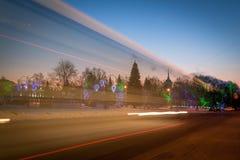 Χριστουγεννιάτικο δέντρο σε ένα τετράγωνο πόλεων Στοκ Εικόνες
