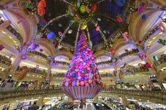 Χριστουγεννιάτικο δέντρο σε Galeries Λαφαγέτ - το Παρίσι στοκ φωτογραφίες με δικαίωμα ελεύθερης χρήσης