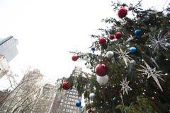 Χριστουγεννιάτικο δέντρο στο κέντρο της πόλης της Νέας Υόρκης Στοκ Εικόνες