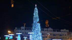 Χριστουγεννιάτικο δέντρο στο τετράγωνο απόθεμα βίντεο