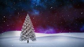 Χριστουγεννιάτικο δέντρο στο χειμερινό τοπίο και το μειωμένο χιόνι ελεύθερη απεικόνιση δικαιώματος
