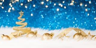 Χριστουγεννιάτικο δέντρο - το μπλε ακτινοβολεί λαμπιρίζοντας Στοκ Εικόνα