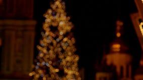 Χριστουγεννιάτικο δέντρο Blured με τους φακούς απόθεμα βίντεο