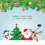 Χριστούγεννα, Άγιος Βασίλης και φίλοι Selfie, διακόσμηση φύλλων πεύκων Ελεύθερη απεικόνιση δικαιώματος