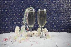 Χριστούγεννα ή νέα εικόνα φωτογραφίας τροφίμων και ποτών έτους που χρησιμοποιούν marshmallows που διαμορφώνονται ως χιονάνθρωπος  Στοκ Φωτογραφίες