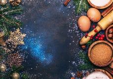 Χριστούγεννα ή νέα σύνθεση έτους με τα συστατικά για το ψήσιμο ή στοκ εικόνες με δικαίωμα ελεύθερης χρήσης