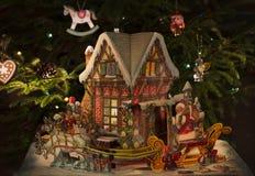 Χριστούγεννα ή νέα σύνθεση έτους ` s με ένα σπίτι νεράιδων Στοκ φωτογραφία με δικαίωμα ελεύθερης χρήσης