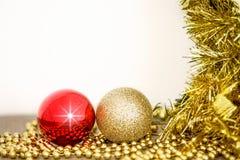 Χριστούγεννα δύο διακόσμηση σφαιρών Στοκ Φωτογραφίες