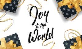 Χριστούγεννα Ευχετήρια κάρτα με τη χαρά στην εγγραφή παγκόσμιου αποσπάσματος και χρυσές διακοσμήσεις σχεδίου για τους χαιρετισμού Στοκ φωτογραφία με δικαίωμα ελεύθερης χρήσης