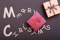 Χριστούγεννα εύθυμα κιβώτιο ευχετήριων καρτών και δώρων πρόσθετα Χριστούγεννα μορφής ανασκόπησης Στοκ εικόνα με δικαίωμα ελεύθερης χρήσης
