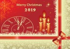 Χριστούγεννα 2019 Κάρτα Χριστουγέννων με τα κεριά σε ένα κόκκινο υπόβαθρο Στοκ Εικόνες
