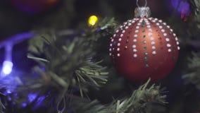 Χριστούγεννα και νέα διακόσμηση δέντρων έτους Θολωμένο περίληψη υπόβαθρο διακοπών Bokeh Αναβοσβήνοντας γιρλάντα Χριστούγεννα η δι απόθεμα βίντεο