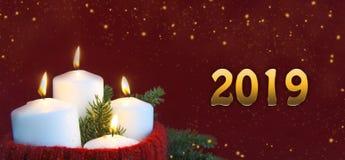 Χριστούγεννα και νέα κεριά εμφάνισης έτους με μια έννοια φλογών καψίματος στοκ εικόνα