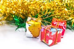 Χριστούγεννα και νέο κιβώτιο δώρων έτους Στοκ εικόνα με δικαίωμα ελεύθερης χρήσης