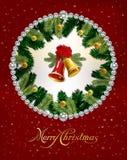 Χριστούγεννα και νέο υπόβαθρο έτους με τα κουδούνια, τους κλάδους δέντρων και τις σφαίρες πρόσθετες διακοπές μορφής καρτών επίσης Στοκ εικόνες με δικαίωμα ελεύθερης χρήσης