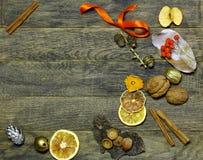 Χριστούγεννα και νέο υπόβαθρο προτύπων εργασίας ανθοκόμων στεφανιών πορτών έτους ` s Στοκ φωτογραφία με δικαίωμα ελεύθερης χρήσης