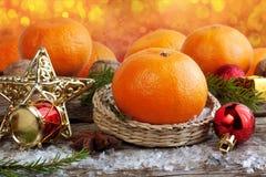 Χριστούγεννα που τίθενται με τα πορτοκάλια Στοκ φωτογραφία με δικαίωμα ελεύθερης χρήσης