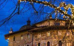 Χριστούγεννα σε Trento, μια γοητευτική παλαιά πόλη με τα φω'τα Χριστουγέννων Στοκ Εικόνες