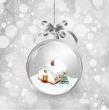 Χριστούγεννα σφαιρών γυαλιού με ένα μικρό σπίτι, χιόνι, Στοκ εικόνα με δικαίωμα ελεύθερης χρήσης